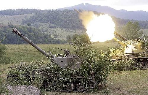 Ruska artiljerija 152 mm gađa gruzzijske položaje