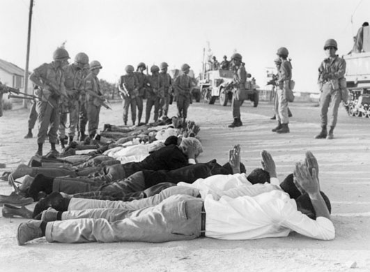 Egyptian Troops surrender 1967