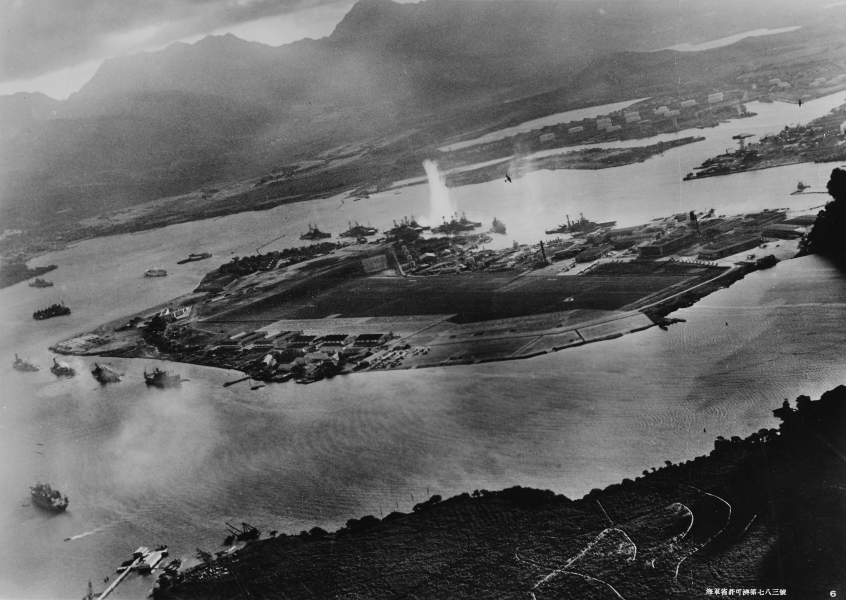 Attack_on_Pearl_Harbor_Japanese_planes_view2